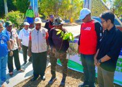 Tanam Matoa, Gubernur Dominggus Sebut Wartawan Orang Hebat
