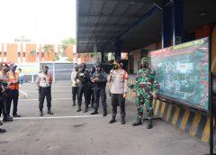 Vaksin Moderna Dijaga Ketat TNI-Polri di Bandara Soetta